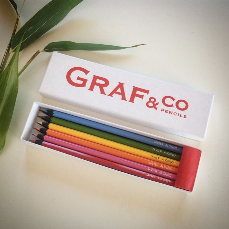 Caja mediana de lápices de colores personalizados
