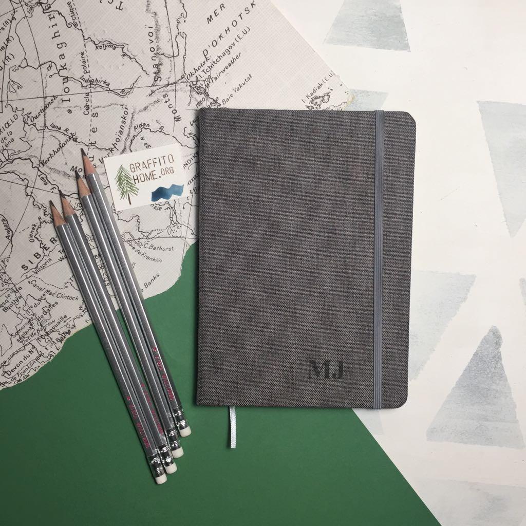 Cuaderno de tela gris